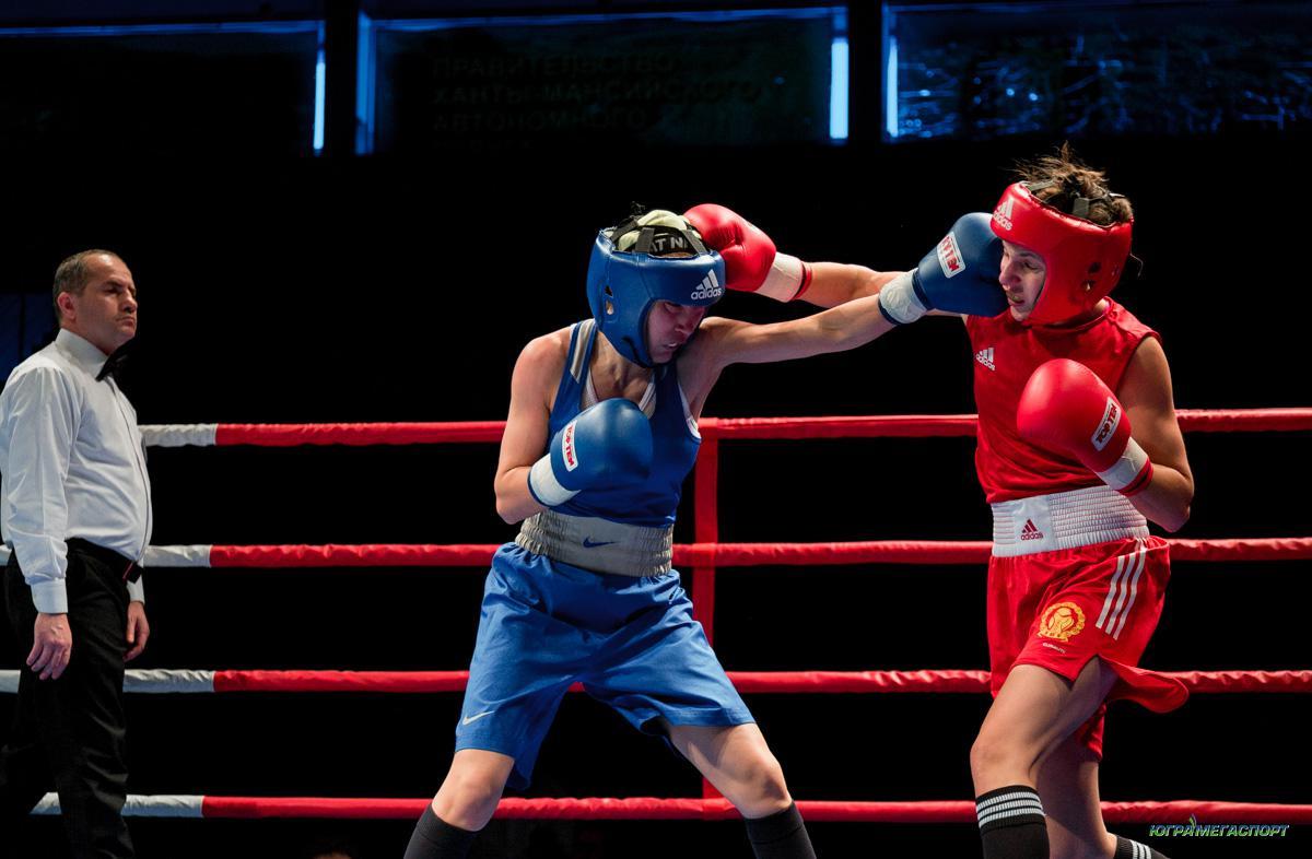 Российскую боксершу увезли с ринга фото